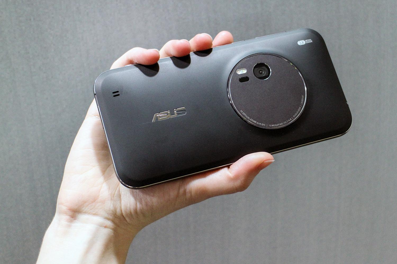 Nuovo Asus ZenFone Zoom: ufficiale Intel Atom e 4GB ram